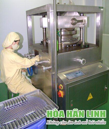 Máy dập viên trong sản xuất viên nén Hòa Hãn Linh